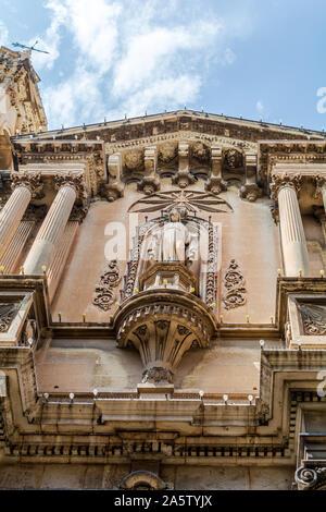 Fachada barroca de la iglesia de St Paul's naufragio en Valletta, Malta. Es una iglesia parroquial católica y es una de las iglesias más antiguas de Valletta.