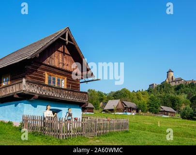 Cabañas en el Museo al Aire Libre en Stara Lubovna, región de Presov, Eslovaquia, Europa
