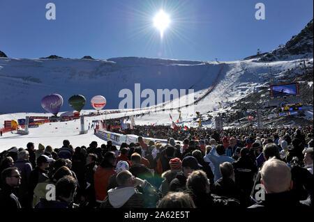 Vista previa de la Copa del Mundo de Esquí Alpino de Soelden/Tirol. Stock Photo: el soleado Rettenbachferner con la pista de esquí, glaciar, descripción, paisaje de montaña, sol, soleado, montañas, Alpes, arena, finalizar la zona. Esquí alpino, de la Copa del Mundo de Esquí, slalom gigante en 25.10.2008 en el Rettenbachferner. Uso | en todo el mundo