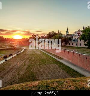 Antiguas Murallas de la ciudad al atardecer, Zamosc, Voivodato de Lublin, Polonia