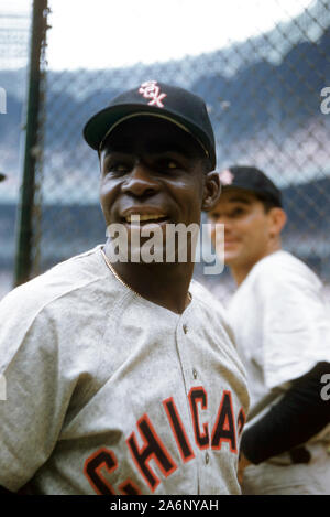 BRONX, NY - 19 DE JUNIO: Minnie Minoso #9 de los Chicago White Sox plantea ante un MLB juego contra los Yankees de Nueva York el 19 de junio de 1955, en el Yankee Stadium en el Bronx, Nueva York. (Foto por Hy: SetNumber Peskin) (X2762)