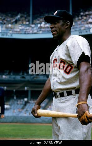 BRONX, NY - 19 DE JUNIO: Minnie Minoso #9 de los Chicago White Sox plantea ante un MLB juego contra los Yankees de Nueva York el 19 de junio de 1955, en el Yankee Stadium en el Bronx, Nueva York. (Foto por Hy Peskin/) (número de registro: X2762)