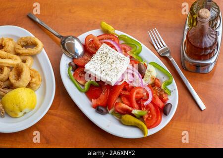 La comida mediterránea en el restaurante table