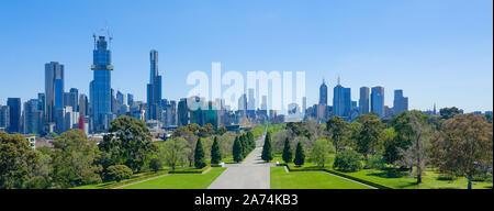Paisaje urbano de Melbourne vista panorámica del Santuario de recuerdo en un día soleado .