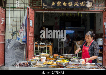 Comida en la calle en la antigua ciudad de Dali, Dali, Yunnan