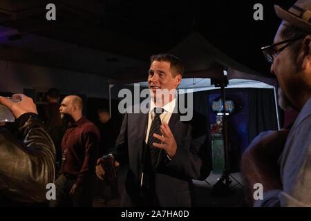 Octubre 19, 2019 - Los Angeles, CA - El actor Ben Browder (John Crichton) con ventiladores en el vigésimo aniversario Farscape a Jim Henson complementaria