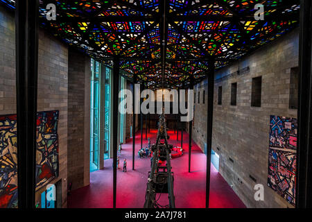 2 Nov 19. Melbourne, Victoria. Techo de vitrales en la Galería Nacional de Victoria