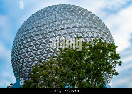 Orlando, Florida. Noviembre 01, 2019. Vista superior de la esfera a Epcot (2)