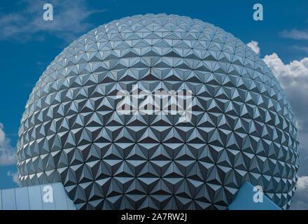 Orlando, Florida. Noviembre 01, 2019. Vista superior de la esfera a Epcot (3)