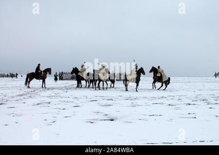 Montado a caballo oficiales en la batalla de los tres emperadores reconstrucción. La batalla de Austerlitz en 1805 año. Slavkov. Republick checa. 02.12. 2018 ye