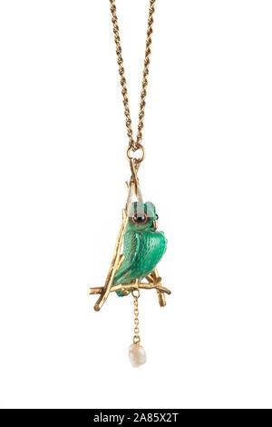 Perla de agua dulce y la malaquita verde tallada buho Collar Colgante de oro.
