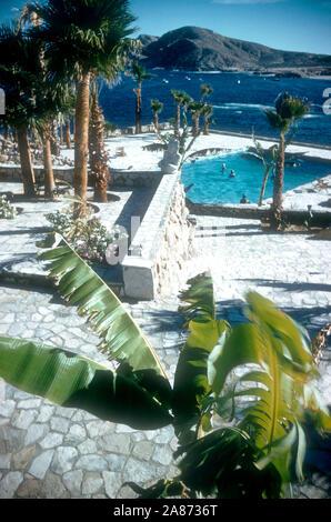 BAJA CALIFORNIA, MÉXICO - JUNIO DE 1962: Vista General de la piscina y la zona de los alrededores del Cabo San Lucas Hotel circa de junio de 1962, en Baja California, México. (Foto por Hy Peskin) (número de registro: X8569)