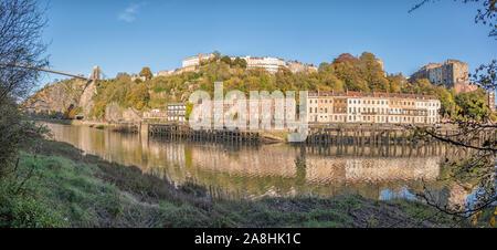 El Puente Colgante de Clifton, muelles, madera Hotwells y el Avon Gorge desde el Leigh Woods lateral del río Avon en una soleada tarde, Bristol, Reino Unido