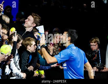 Londres, Reino Unido. 10 Nov, 2019. Novak Djokovic de Serbia durante su partido contra Berrettini de Italia en el primer día de la Nitto ATP World Tour Finals en el O2 Arena el 10 de noviembre de 2019 en Londres, Inglaterra. Crédito: Agencia Fotográfica Independiente/Alamy Live News