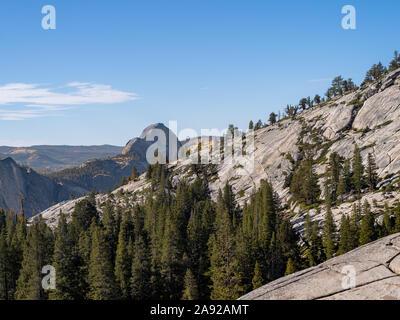 Half Dome, el pico de la montaña como se ve desde el punto de Olmsted Nationall en Yosemite Park.