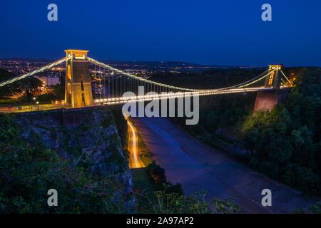 Una vista del magnífico Puente de la suspensión de Clifton, en Bristol, Inglaterra.