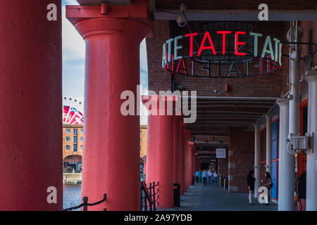 Liverpool, Reino Unido - 18 de julio de 2019: Entrada a la Galería de Arte Tate Liverpool Albert Dock, Liverpool, Merseyside, Inglaterra, Reino Unido.