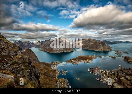 Vista desde el Monte Reinebringen, Moskenes, Lofoten, Nordland, Noruega