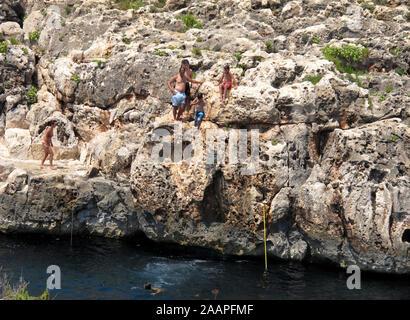 Cerca de la Gruta Azul Wied iz-Zurrieq, región Xlokk, la República de Malta, el mar Mediterráneo, Europa
