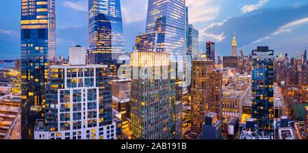 Panorámica aérea de la ciudad de Nueva York rascacielos al atardecer