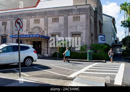 El exterior del edificio del Museo del tsunami del Pacífico, hilo, la Isla Grande de Hawai'i. Primer Banco de Hawai donó el edificio del museo en 1997; prio