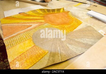 Terminado (o tapas kapa paño) después de haber sido teñidos y completado por el artista Roen Hufford, Isla Grande.