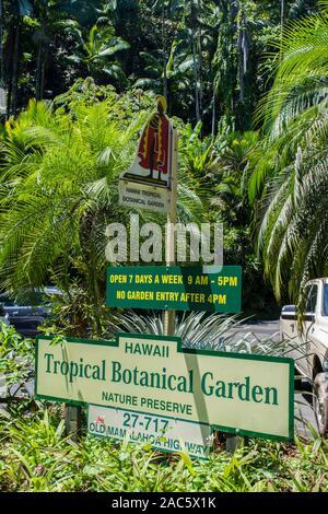 La entrada al jardín botánico tropical de Hawaii en Papa'ikou cerca de hilo, la Isla Grande de Hawai'i. Foto de stock