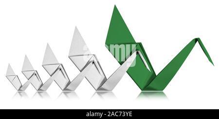 Concepto de liderazgo, cuatro cisnes de papel blanco siga un cisne verde, símbolo de mando y la enseñanza. Aislado sobre fondo blanco con reflejos Foto de stock