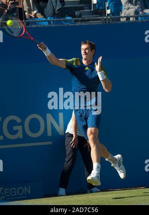 Jugador de tenis británico Andrew Murray en corte en el Queens tennis club en el Aegon hombres solteros del campeonato.