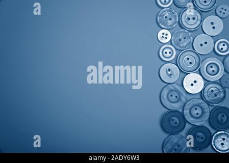 Botones de diferentes colores en tonos de azul. Sentar planas.