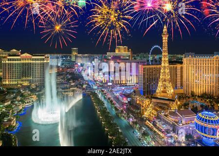 Las Vegas strip en celebración del Año Nuevo Fuegos Artificiales en Las Vegas, Nevada.