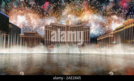 Celebración del Año Nuevo Fuegos artificiales en el Bellagio Hotel y Casino en Las Vegas