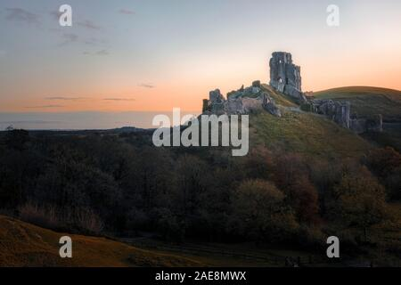 El castillo Corfe, en Dorset, Inglaterra, Reino Unido