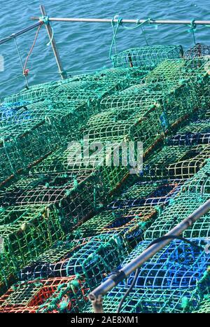 Creels y ollas usadas en la pesquería artesanal de sepias y pulpos, Vila Real do Santo Antonio, Algarve, Portugal