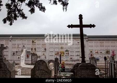 Columbario en Prazeres Cementerio de Lisboa, Portugal.