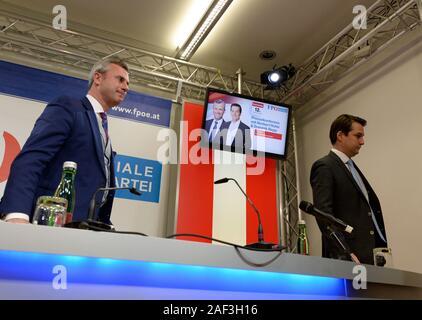 """Viena, Austria. 12 de diciembre de 2019. El FPÖ (Partido de la Libertad de Austria) Presidente del partido federal (L) Norbert Hofer y el FPÖ Viena Estado parte presidente (R) Dominik Nepp celebrar una conferencia de prensa sobre la escisión del FPÖ tres mandatos y el re-establecimiento de la """"Alianza de Austria (ADÖ)"""". Crédito: Franz Perc / Alamy Live News"""