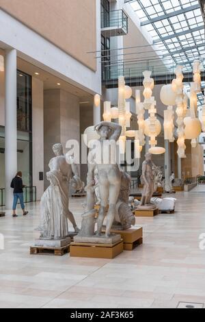 Esculturas de Copenhague, la vista de la Galería Nacional de Copenhague extensión conocida como la calle de esculturas, Statens Museum Kunst, Copenhague, Dinamarca.