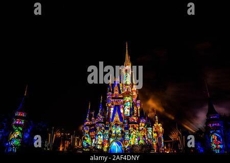 Orlando, Florida. Diciembre 05, 2019. Felices Para Siempre es un espectáculo de fuegos artificiales en el Castillo de Cenicienta en Magic Kingdom