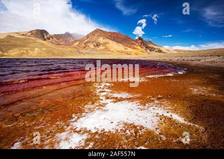 Laguna Miluni es un reservorio alimentados por agua de deshielo glacial del pico andino de Huayna Potosí, en los Andes Bolivianos. Como el cambio climático los glaci casuses