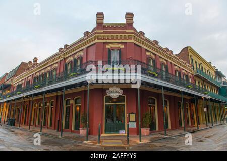Muriel los edificios históricos en la esquina de Chartres Street y St Ann Street en el Barrio Francés de Nueva Orleans, Luisiana, Estados Unidos.
