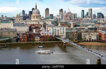 Vista panorámica de la Catedral de San Pablo y de los edificios circundantes, Londres, Inglaterra, Reino Unido