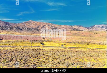 Vistas panorámicas de las montañas, desiertos y paisajes alrededor de Price Canyon de Utah desde la autopista 6 y 191, por la Manti La Sal nacional forestal en las Naciones S