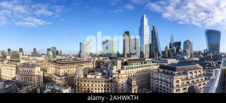 Vista panorámica de los distritos financiero y de seguros de la ciudad de Londres y la icónica arquitectura moderna rascacielos centrado en 22 Bishopsgate