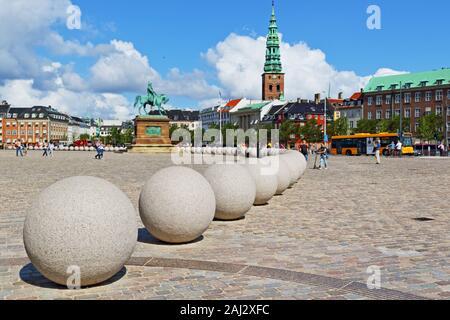 Vista de Christiansborg Palace Square, el palacio es un edificio gubernamental -la sede del Parlamento danés, la Oficina del Primer Ministro y el Suprem
