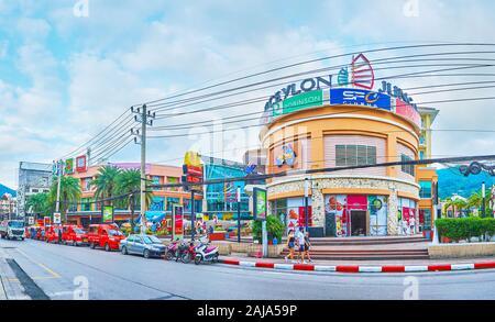 PATONG, Tailandia - Abril 30, 2019: el distrito de Kathu resort con vistas sobre el centro comercial Jungceylon y modernos hoteles, el 30 de abril en Patong