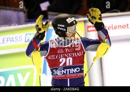 Madonna di Campiglio, Italia, 08 Ene 2020, Giuliano razzoli ita en la línea de meta durante la Copa del Mundo AUDI FIS - 3Tre - Noche Men Slalom - Ski - Crédito: LPS/Luca Tedeschi/Alamy Live News