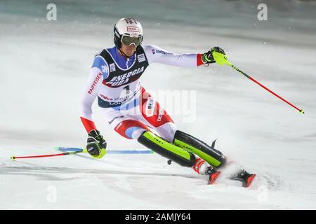 Zagreb, Croacia - 5 de enero de 2020 : Ramón Zenhausern de Suiza compitiendo en la segunda carrera durante la Audi FIS Alpine Ski World Cup 2019/2020, 3