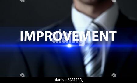 Mejora, hombre de negocios frente a la pantalla, desarrollo profesional