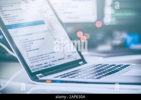 Programación y desarrollo de las tecnologías de codificación. Diseño de sitios web. Concepto del espacio cibernético.