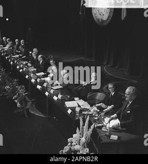 Reunión general extraordinaria de la Cámara de Comercio Holandés-Alemán con motivo del sexagésimo aniversario Descripción general de los asistentes Fecha: 18 de noviembre de 1965 palabras clave: Relaciones internacionales, aniversarios, reuniones Nombre De La Institución: Cámara de Comercio
